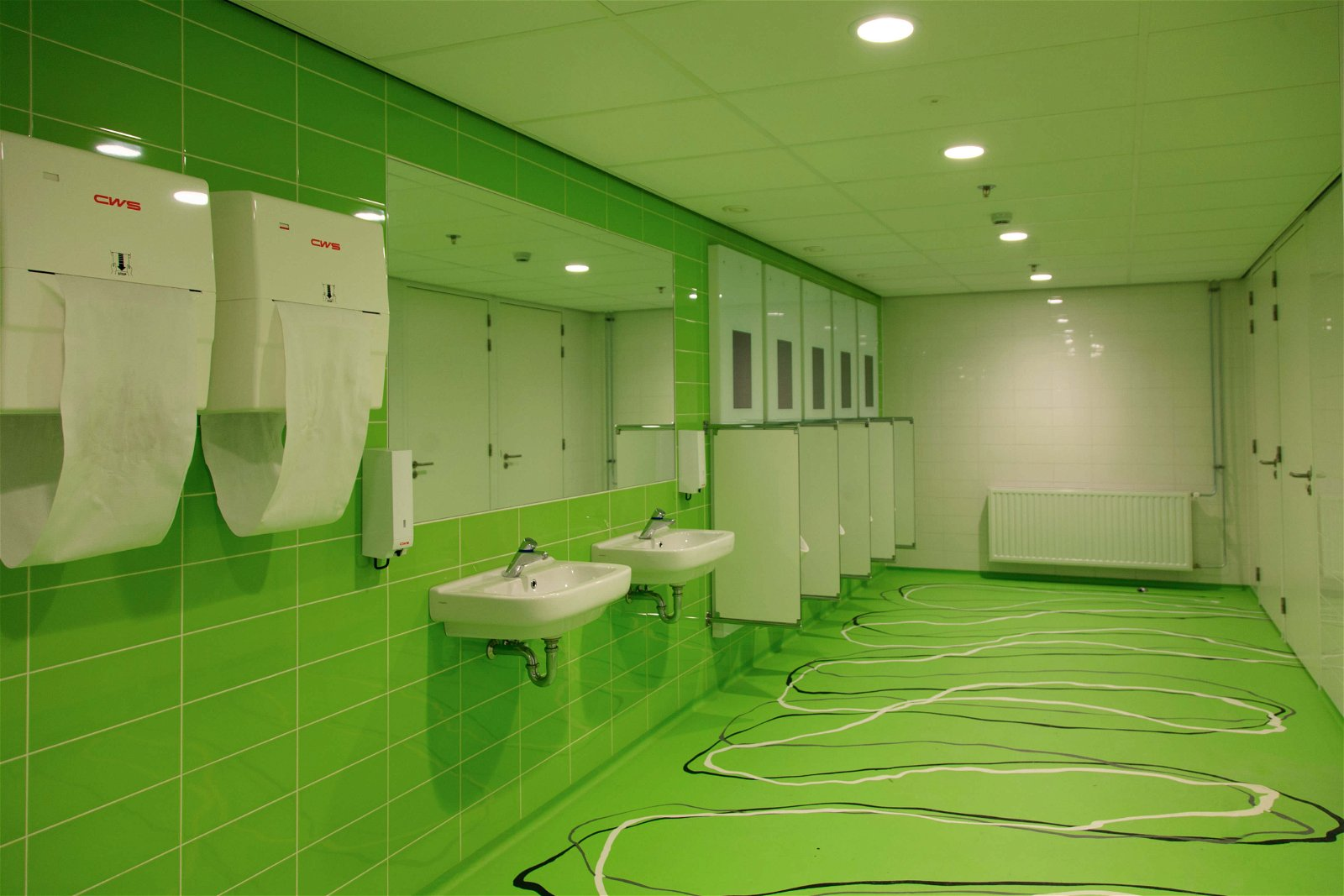 Toiletten bij Avans Hogeschool door Hoppenbrouwers Techniek