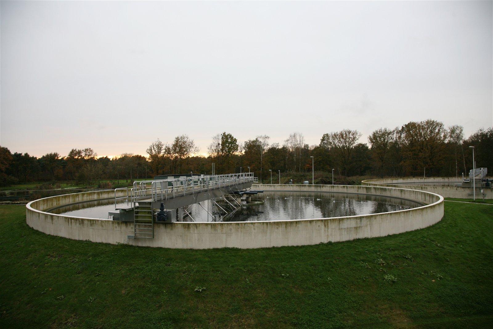 Waterbasin bij RWZI Soerendoenk door Hoppenbrouwers Techniek