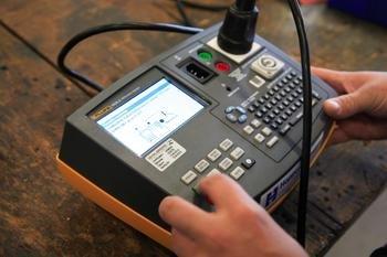 Testen van apparatuur door Hoppenbrouwers Techniek bij Meco