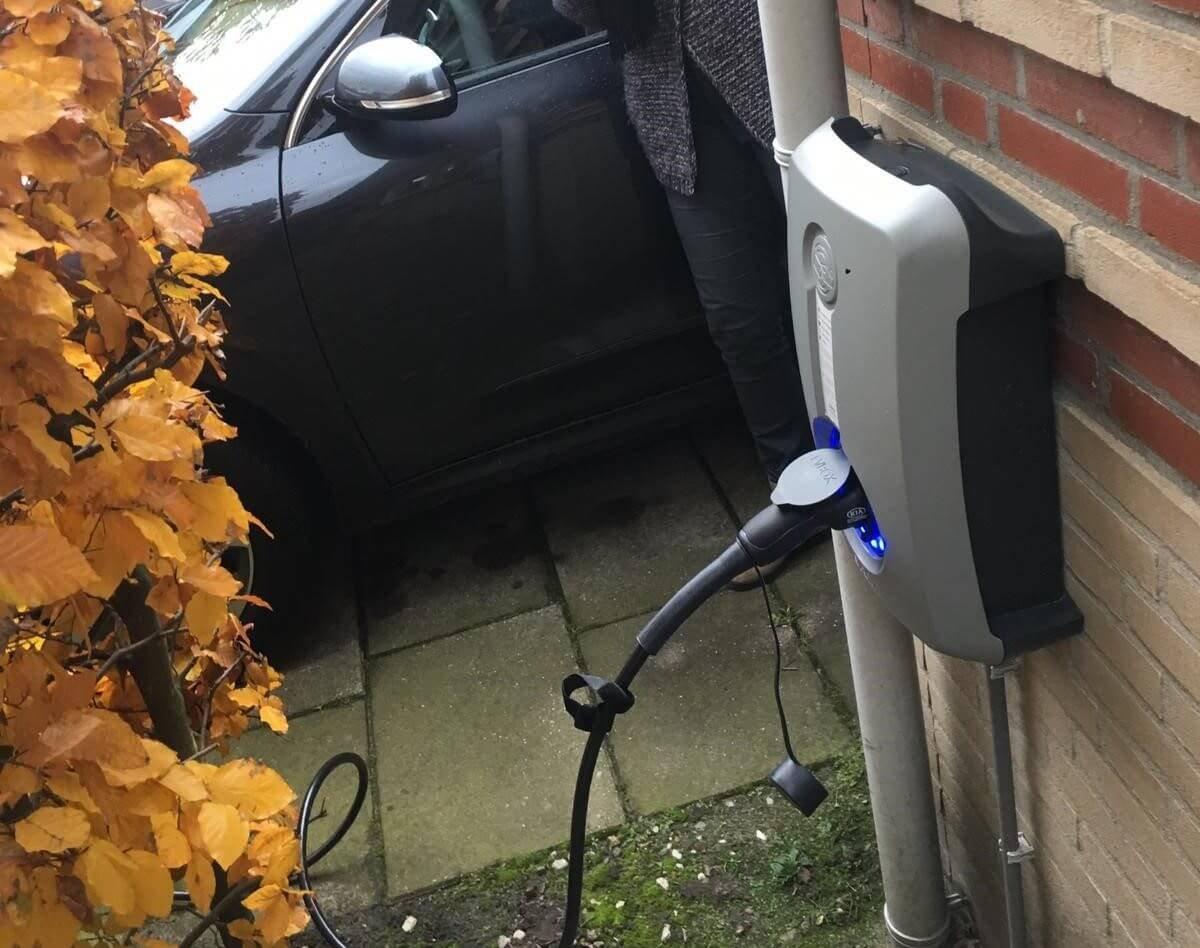 Oplaadpunt aan huis voor elektrische auto door Hoppenbrouwers Techniek