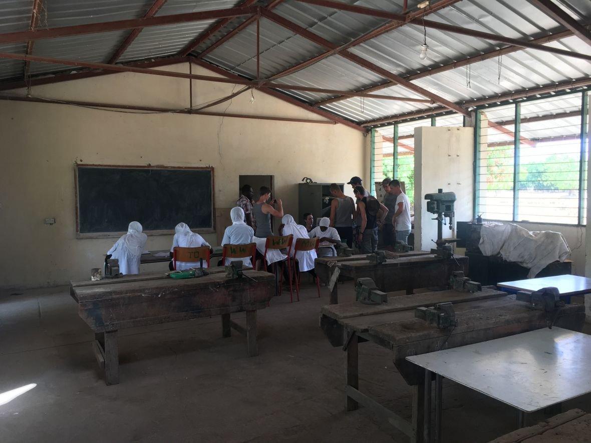 Hoppenbrouwers Techniek doneert gereedschap voor Afrika project ROC-tilburg