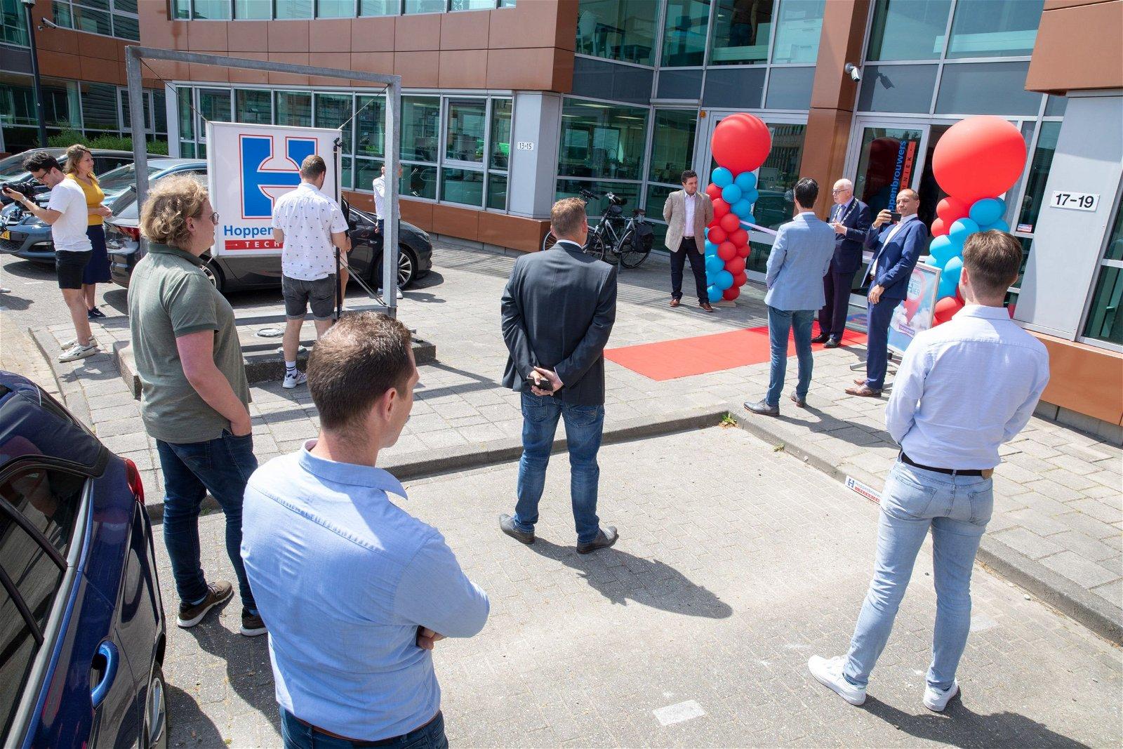 Burgemeester opent vestiging van Hoppenbrouwers Techniek Barendrecht