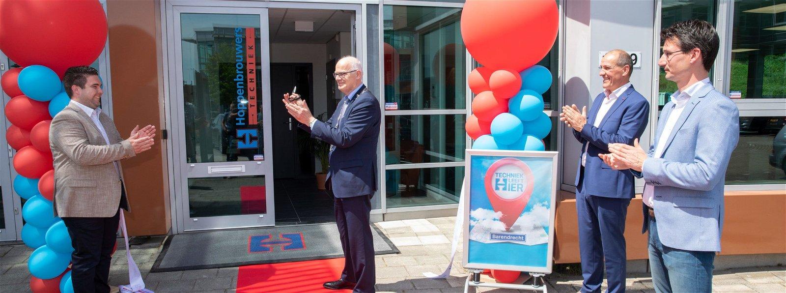 Burgemeester Van Belzen opent vestiging van Hoppenbrouwers Techniek in Barendrecht