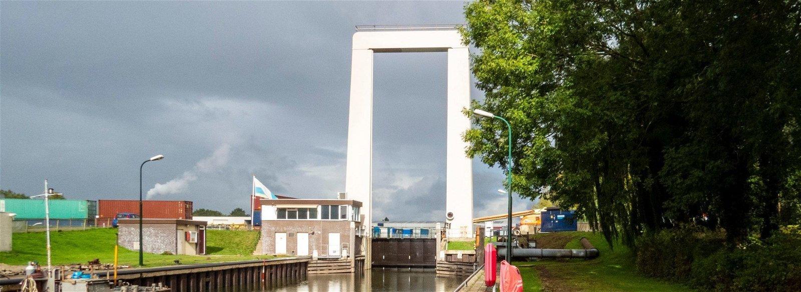 Sluizen en bruggen