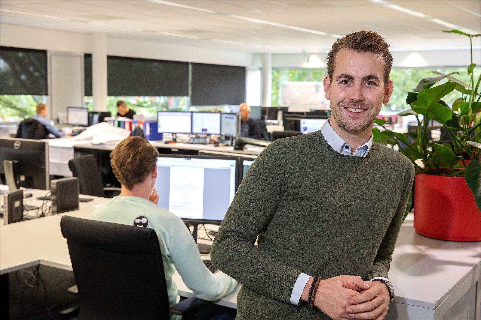 Een Traineeship Elektrotechniek bij Hoppenbrouwers Techniek duurt tweeënhalf jaar.
