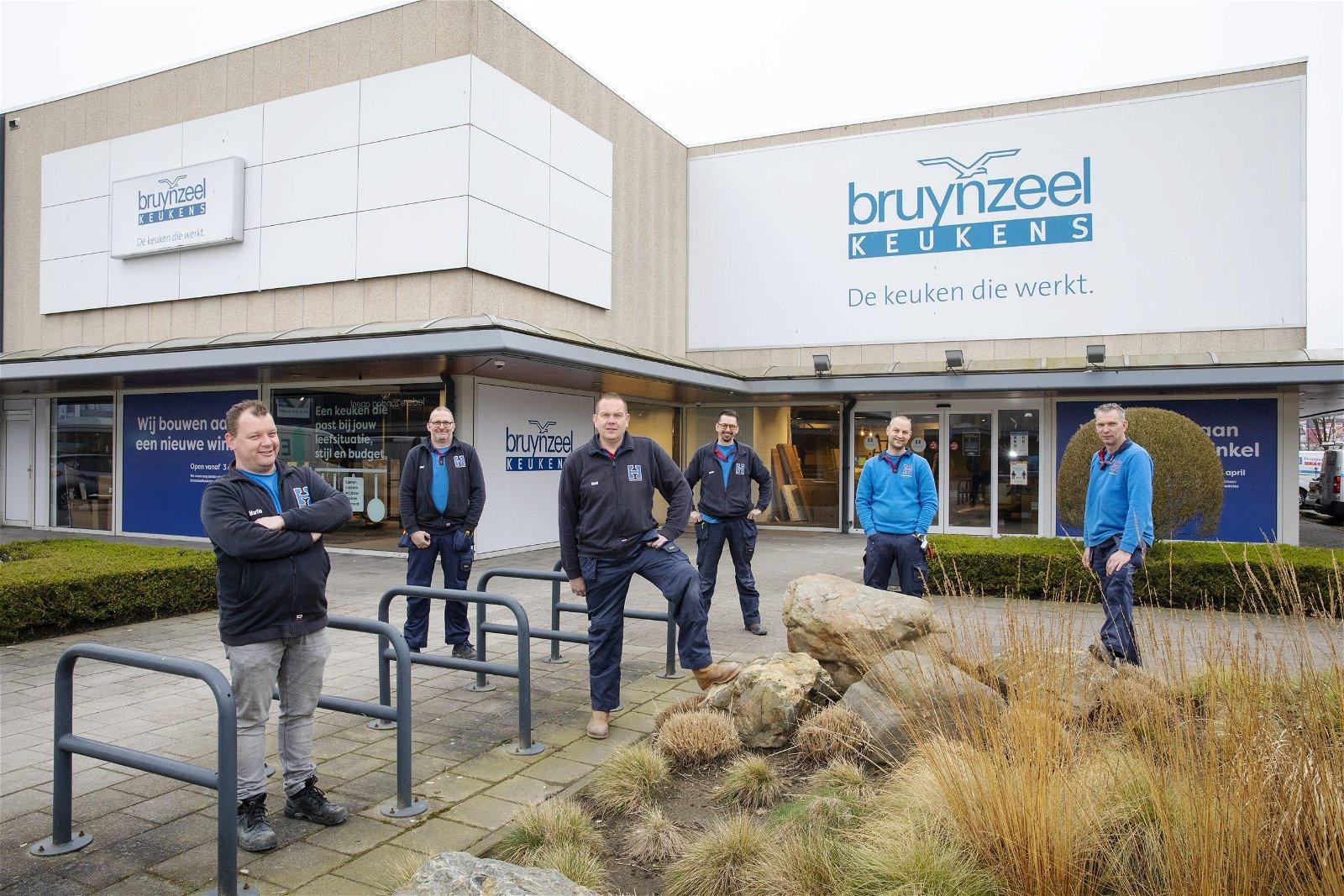 Ombouw winkels Bruynzeel Keukens: samen een geoliede machine