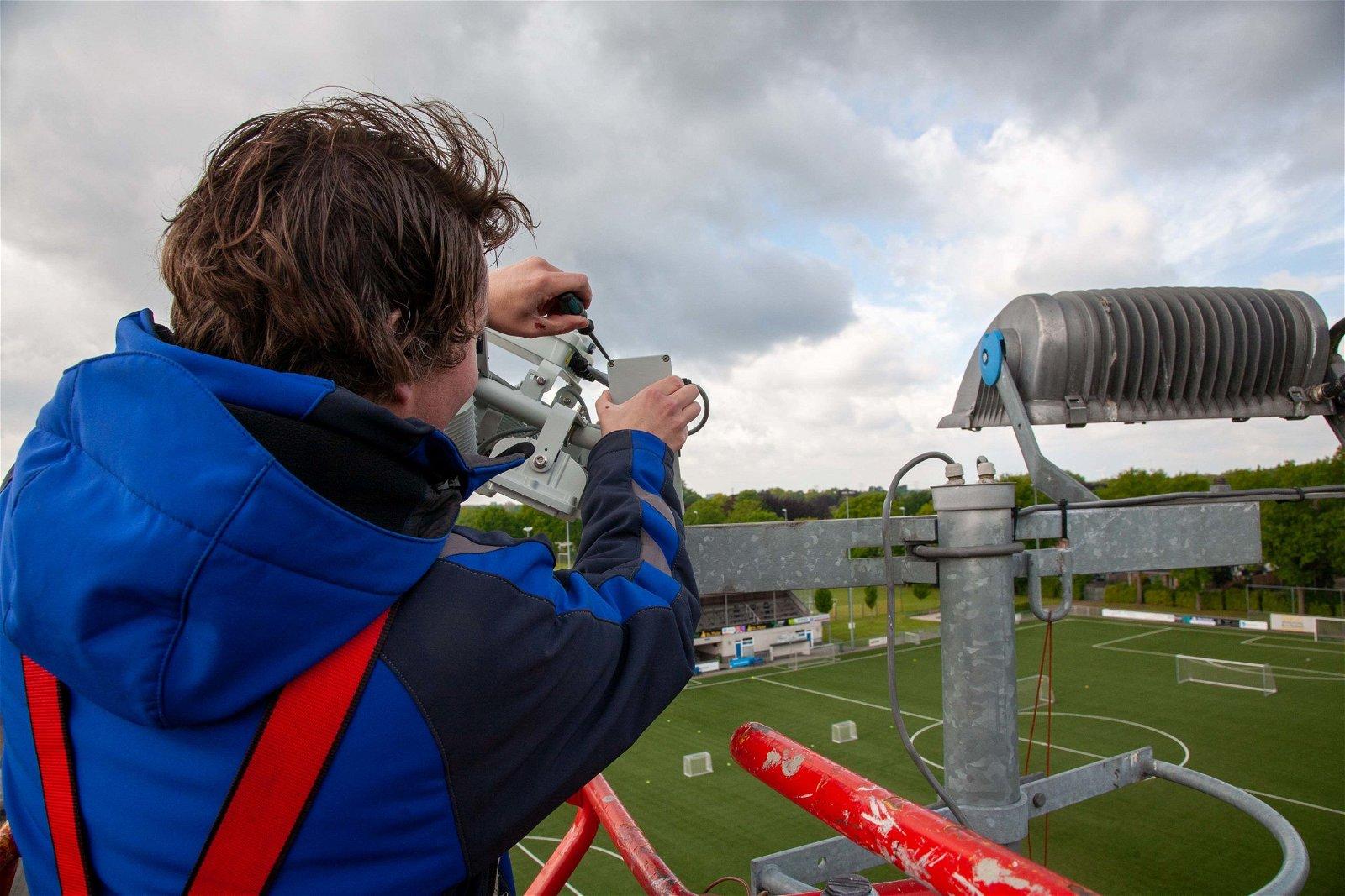 Serviceteam helpt SvSSS Udenhout snel aan nieuwe lampen